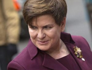 epa05047134 Polish Prime Minister Beata Szydlo arrives for the start of an EU-Turkey Summit in Brussels, Belgium, 29 November 2015. The European Union hopes to secure Ankara's concrete help in stemming a surge in migration, at a joint summit in Brussels, with the bloc offering financial aid and closer ties in return. Europe is facing its largest people movements since World War II, with almost 900,000 migrants and asylum seekers arriving this year. Many, including large numbers from war-torn Syria, transit through Turkey and board boats headed for Greece. EPA/ETIENNE LAURENT Dostawca: PAP/EPA.